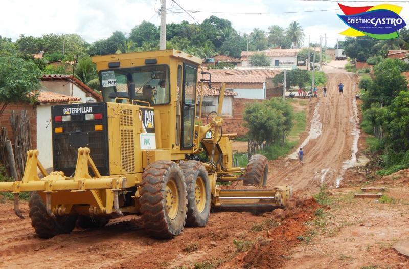 Prefeitura de Cristino Castro realizou os serviços de terraplanagem em algumas ruas da cidade