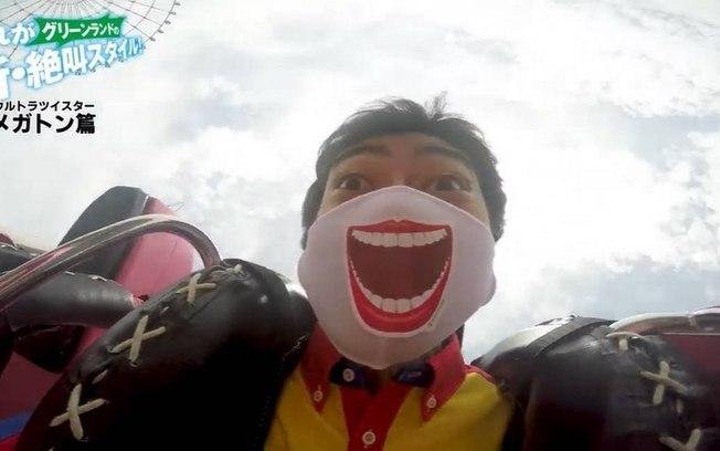Parque coloca adesivos que fazem máscaras 'gritarem' em montanhas-russas
