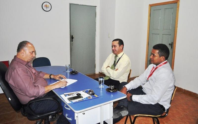 Prefeito de Avelino Lopes recebe representantes do Bradesco
