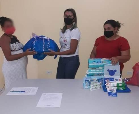 Prefeitura distribui kit maternidade para mães do Programa Criança Feliz