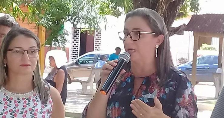 Elizângela Amorim, à esquerda, ao lado de sua irmã a prefeita Vilma Amorim.