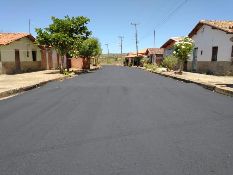 Prefeitura realiza pavimentação asfáltica em diversas ruas em Angical