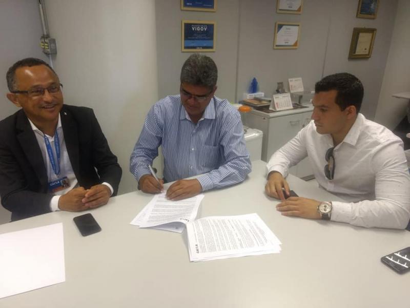Prefeito Murilo assina convênio para pavimentação de vias públicas em Corrente