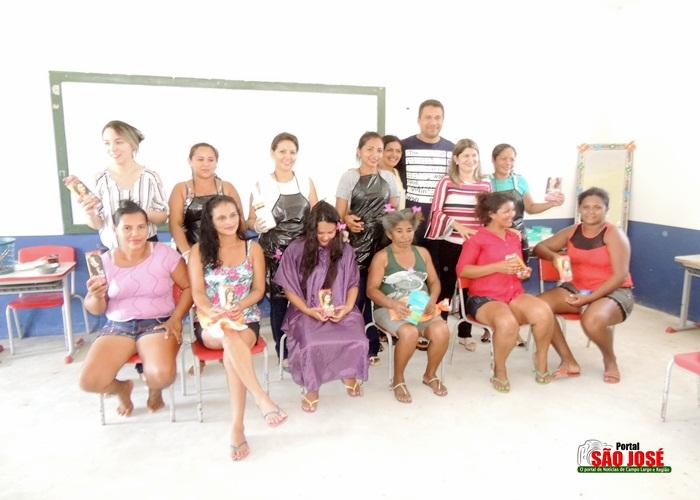Mulheres das Vilas recebem homenageadas com dança e momento de Beleza em Campo Largo-PI