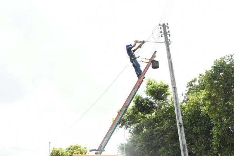 Prefeitura Municipal inicia serviços de reparo na iluminação pública em bairros de Floriano