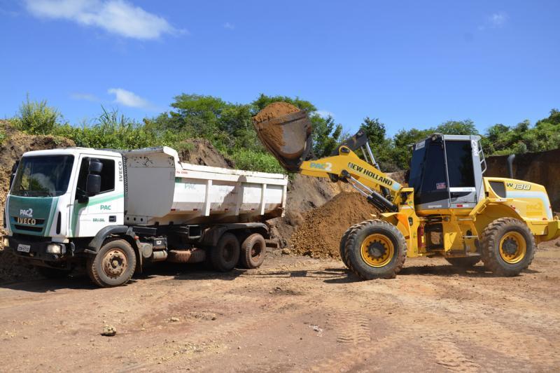 Prefeitura de Água Branca realiza trabalho de manutenção de estradas