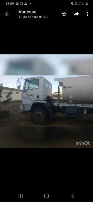 Descaso: Por falta de manutenção carro da prefeitura fica sucateado