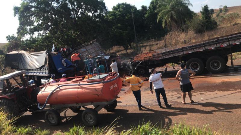 Vídeo: Choque frontal entre carretas deixa dois motoristas mortos no MA