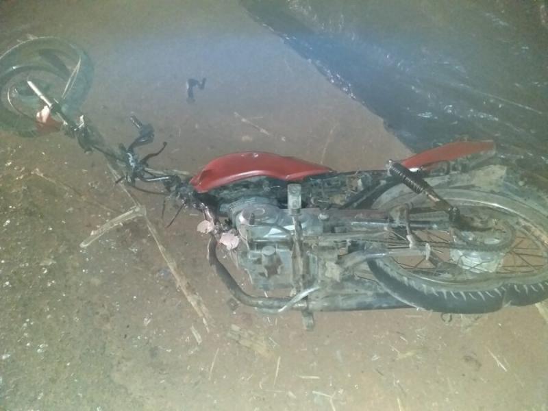 Colisão frontal entre moto e ônibus deixa um homem morto na PI 112