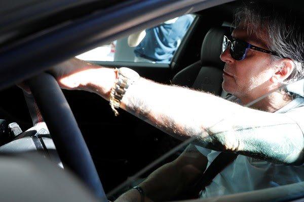 Pai de Messi chega a sede do Barcelona Foto: REUTERS/Nacho Doce