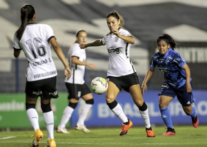 Corinthians goleia Cruzeiro: vitória do gavião ameaça o líder Santos