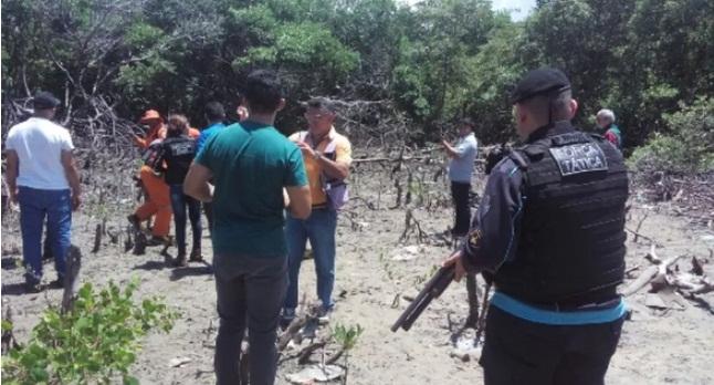 Corpos de jovens que foram decapitadas são encontrados enterrados em buraco
