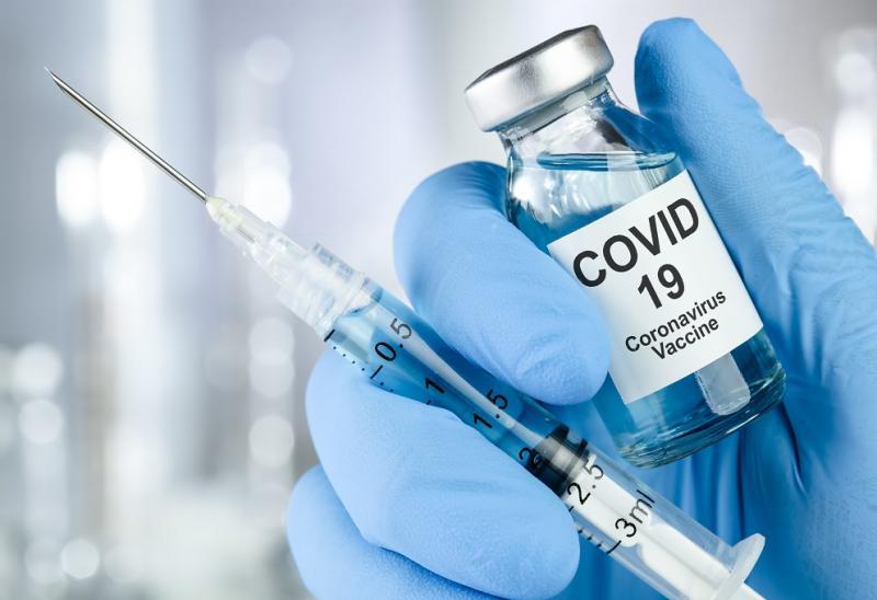 Universidade de Oxford e farmacêutica retomam testes com vacina contra covid-19