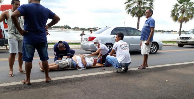 Idoso é atropelado por motocicleta na BR-343
