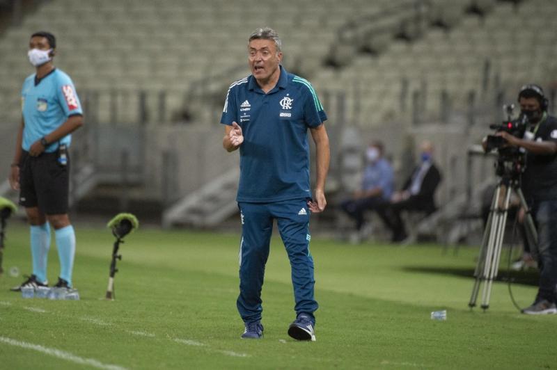 Domènec lamenta derrota do Flamengo: 'Em cinco minutos o jogo nos escapou'