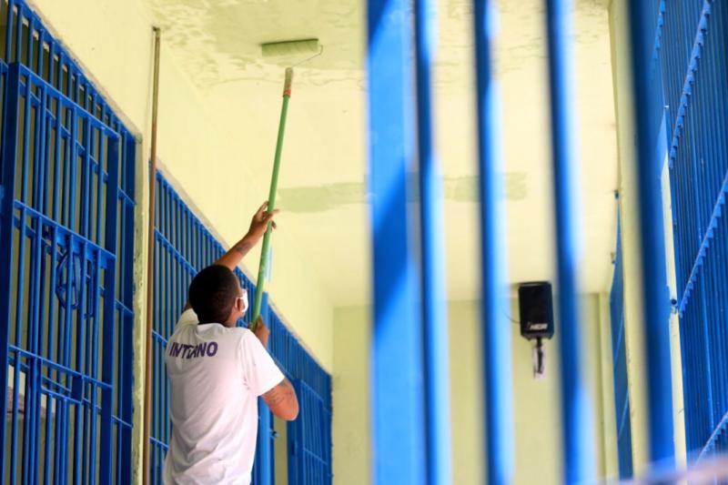 Presos reformam primeiro pavilhão da Penitenciária Irmão Guido