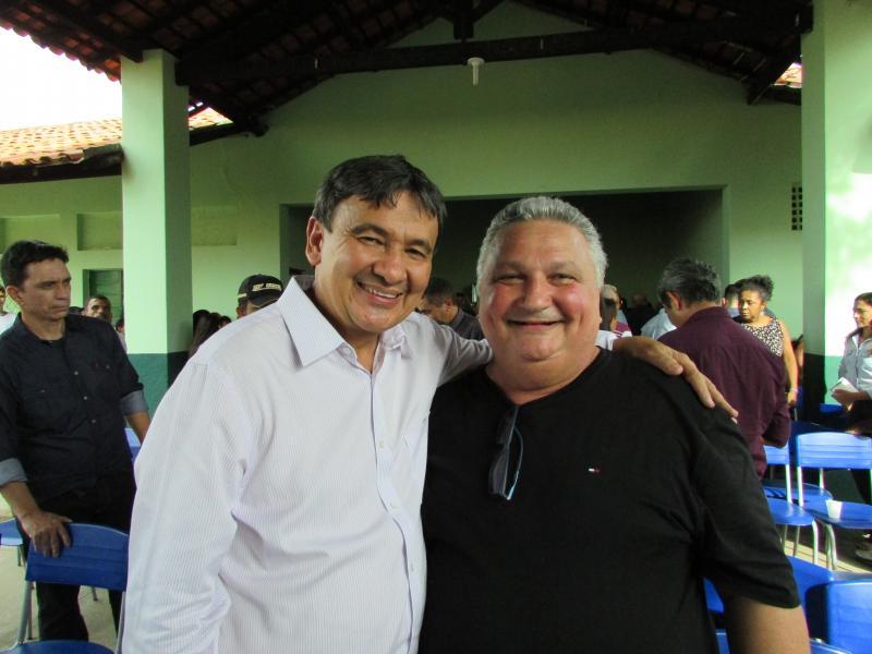 Prefeito de Lagoinha do Piaui participa de comitiva do governador em visita a Municípios