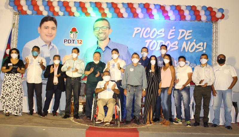 Em noite Histórica PDT de Picos homologa candidatura de Gláuber Silva a prefeito
