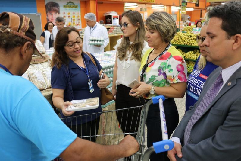 Órgãos fiscalizam produtos nos supermercados de Teresina