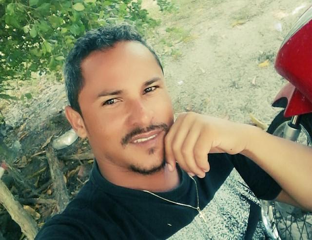 Policial mata homem por engano ao perseguir bandidos