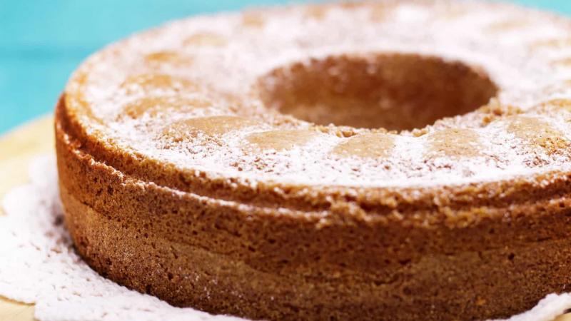 Aprenda a fazer um delicioso bolo de iogurte de morango