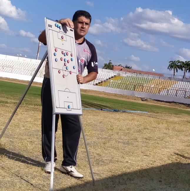 Wallace Lemos, técnico, Guarany-S — Foto: Guarany de Sobral/Reprodução