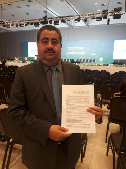 Prefeito Antônio Neto assina adesão ao programa ''Internet para Todos'' em Brasilia