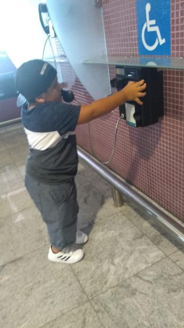 Garoto de 12 anos mostra que deficiência não é motivo de tristeza e ensina lição