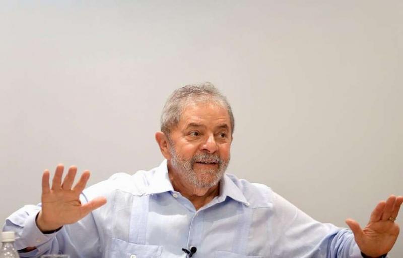 'Eu me considero um inocente condenado e perseguido', afirma Lula