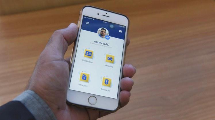 CNH no celular dá 40% de desconto em multas; veja como mudar