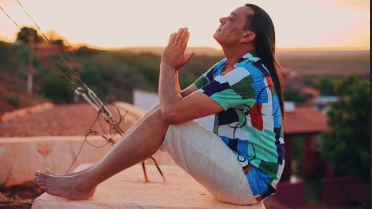Frank Aguiar lança nova versão para 'Tempo de Paz', sucesso de Falamansa