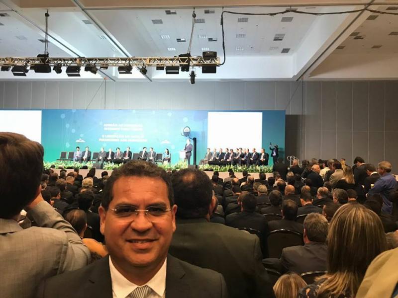 Prefeito Júnior Carvalho, de Demerval Lobão, está em Brasília em busca de melhorias para a cidade