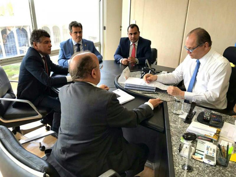 João Luiz se reúne com ministro Ricardo Barros em busca de recursos para saúde do município