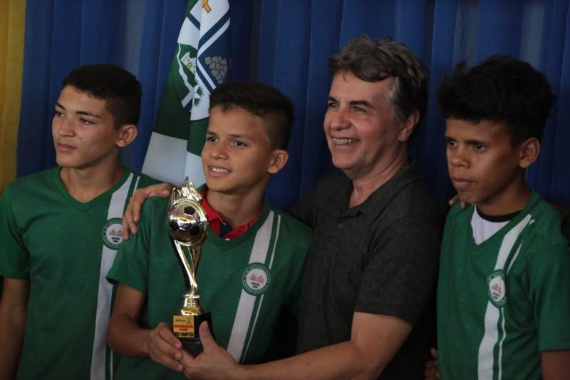 Prefeito João Luiz participa do encerramento da VIII edição dos Jogos Escolares de Monsenhor Gil