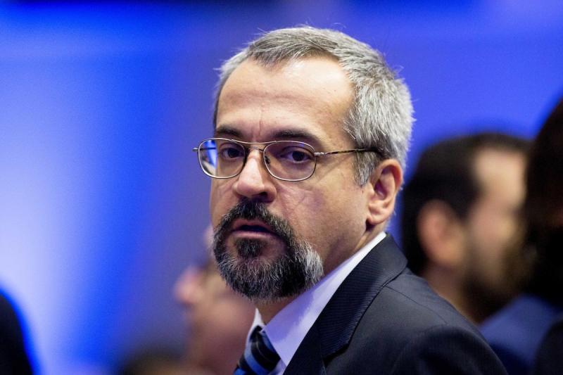 MPF investiga suposto uso indevido de passaporte diplomático por Weintraub