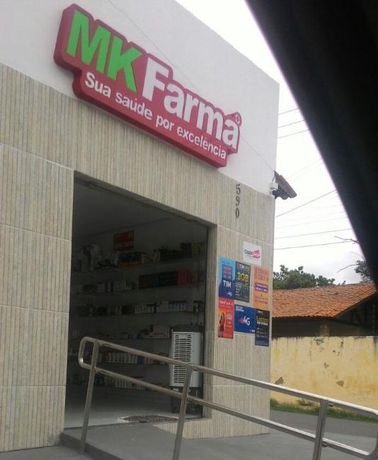 Dupla rende clientes e funcionária e faz arrastão em farmácia no Piauí