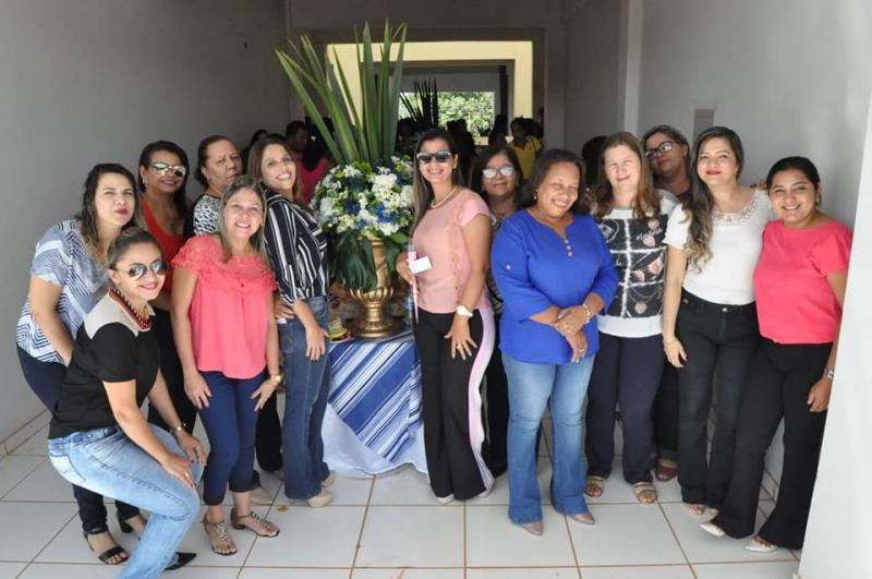 Primeira dama de Corrente celebra dia da mulher em café da manhã com servidoras do município