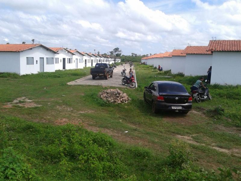 Conjunto habitacional no bairro Água Branca, obra iniciada há 5 anos