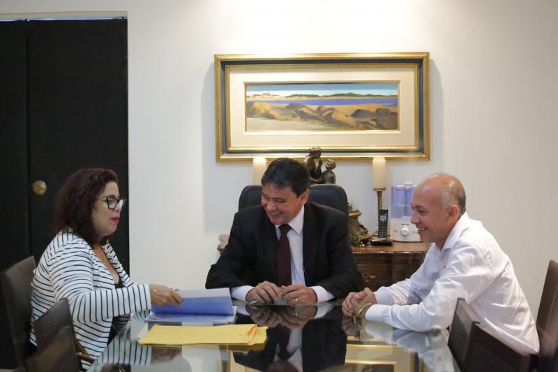 Prefeita de Altos se reúne com Wellington Dias e garante liberação de recursos para o município