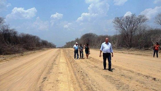 Prefeito de Avelino Lopes anuncia construção de estrada asfaltada para a Bahia