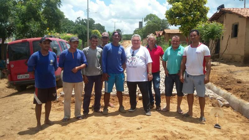 Prefeito Dr. Alcione Barbosa visita comunidades e obras em andamento no município