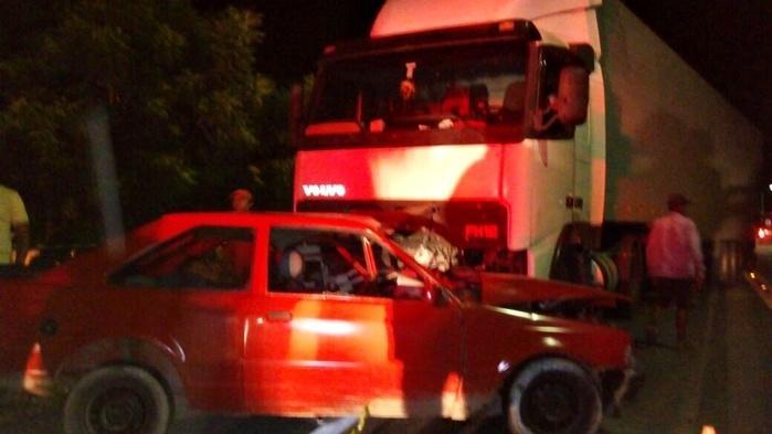 Colisão entre carro e carreta deixa vítima fatal no Piauí