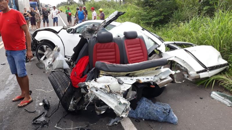 Colisão entre carros deixa dois mortos na BR 343
