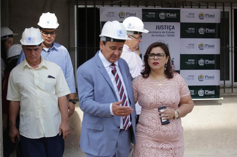 Prefeita acompanha governador em visita à obras da Cadeia Pública de Altos