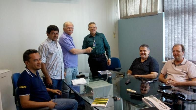 Secret. de Desenvolvimento Agrário de Demerval Lobão, Dr. Evandro Aragão, represent. da SEPLAN/PI, represent. da AGÊNCIA DE DEFESA AGROPECUÁRIA/PI e Superintendente do BB, Sr. Antonio Machado
