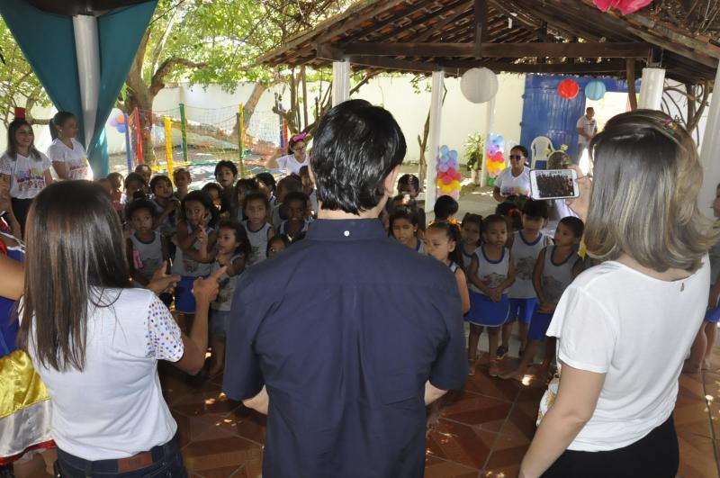 Prefeito Roger Linhares realiza festa das crianças em sua residência