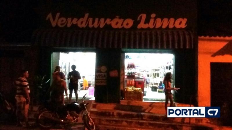Dupla armada e encapuzada assalta Verdurão Lima no centro de Amarante