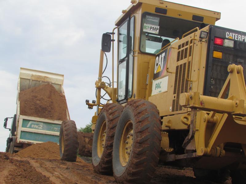 Prefeitura realiza obras de recuperação de estradas vicinais do município