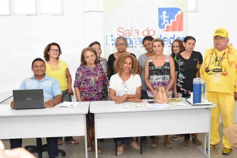 Secretaria de Turismo e Desenvolvimento Econômico se reúne com artesãos florianenses