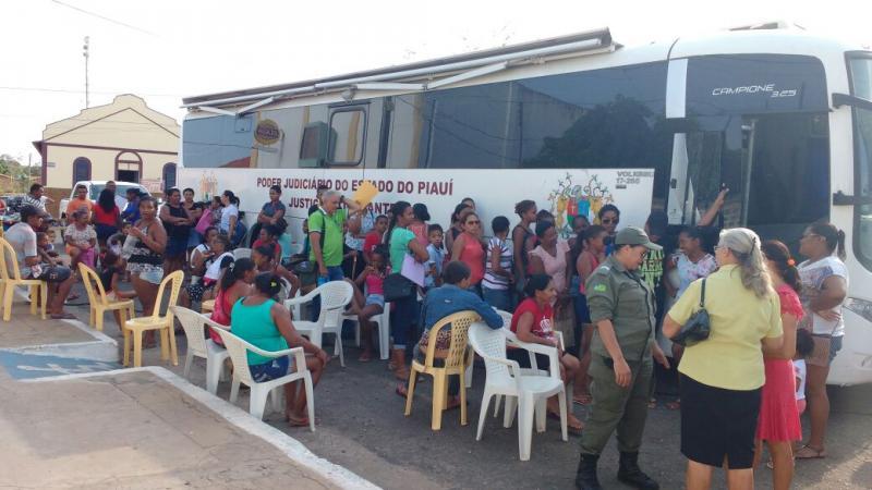 Parceria da prefeitura com TJ atende mais de 2 mil pessoas em Regeneração